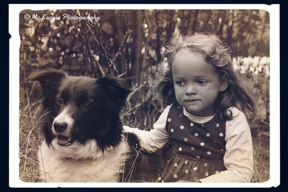My little Brothers Daughter.. What a cute girl 😍 #petsandanimals #oldphoto #emotions #cute #love #retro #vintage #friendship #child #dog #photography