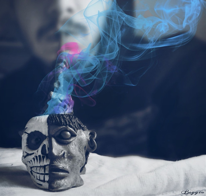"""By Beggia -BLUE SMOKE My photo :) """"Quando si dice fumarsi il cervello""""  haha :) by@lussy77   #blue #photography #edited #people  #colorsplash #blackandwhite"""